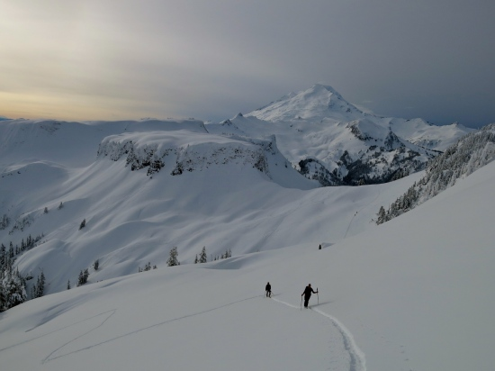 Skinning up to Mazama Bowl